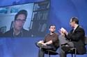 Biz Stone à l'écran en vidéo conférence avec à gauche Gary Vaynerchuck, fondateur de WineLibrary.com et WaynerMedia
