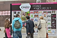 Casino installe un mur de shopping virtuel à Lyon