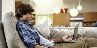 Netflix embauche un utilisateur pour visionner ses programmes