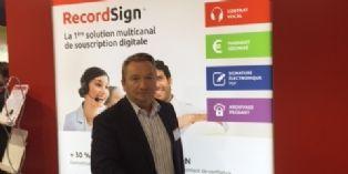Vocalcom lance le premier contrat à signature vocale